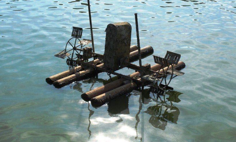 為了保持養殖池內的氧氣含量所設置的打水車。 攝影/許庭瑜