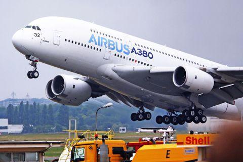 民航機製造龍頭「空中巴士」(Airbus)宣布:目前全世界最大的客機——空中巴士...