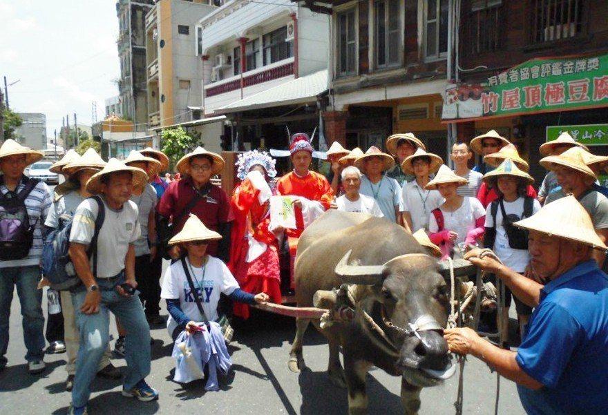 嫁妝一牛車活動。圖/黃永全提供