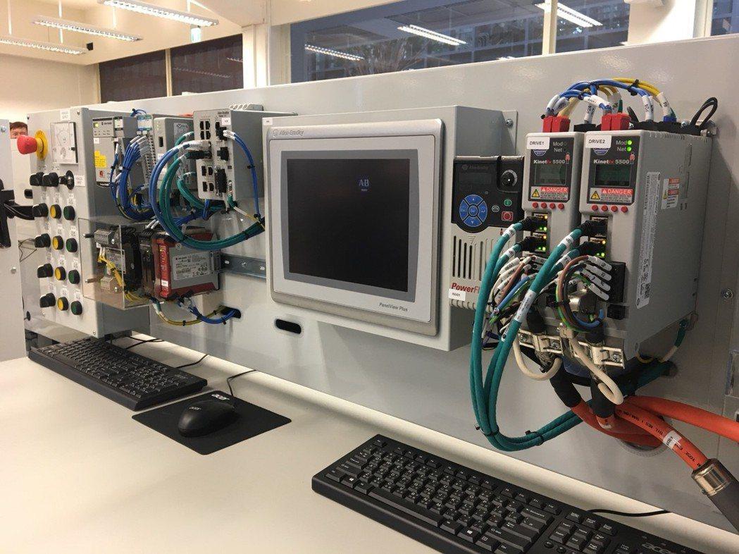 企業聯網應用實驗室內的先進設備,預計開課供數百名資工與機電工程相關系所學生。 洛...