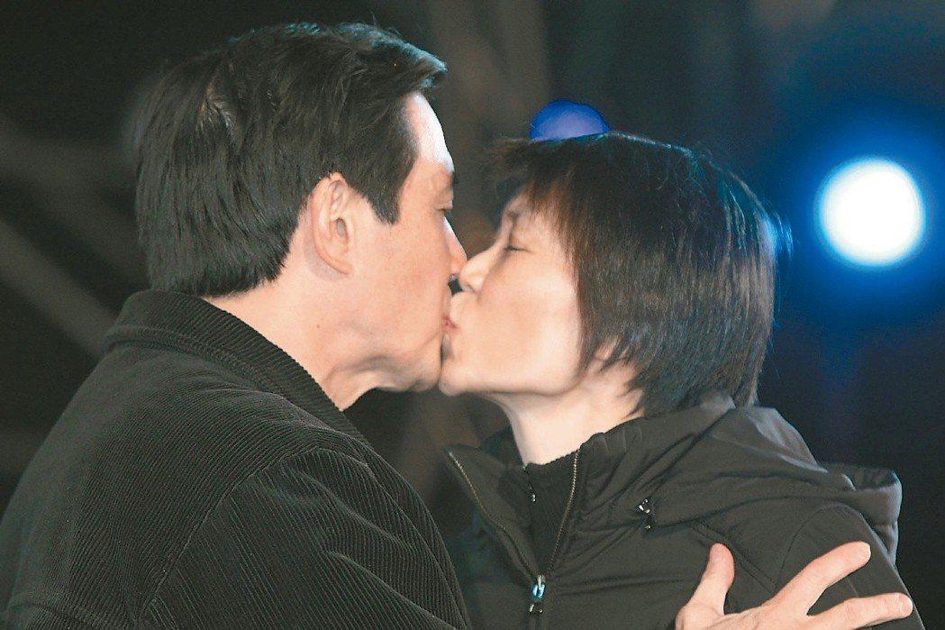 周美青吻馬英九。圖/聯合報系資料照片
