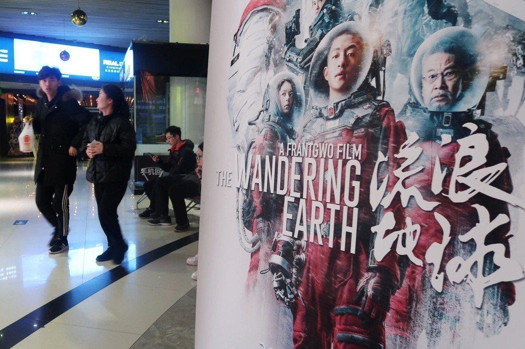 被中國觀眾譽為科幻元年的《流浪地球》,過年前的市場預期並未特別突出,但春節檔的口...