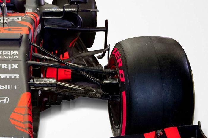 從懸吊一直延伸到後方的導流片。 摘自Red Bull Racing