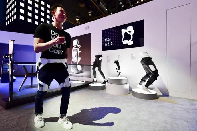 圖三、三星推出主要用於行動輔助的Samsung GEMS,展示品由左至右為GEM...