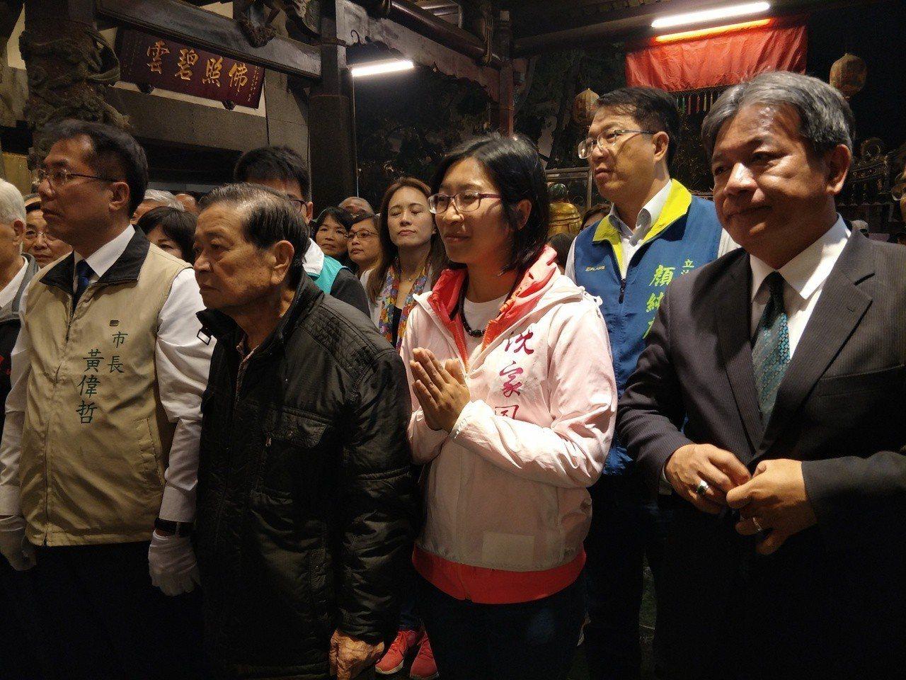 台南市長黃偉哲(左一)、市議會議長郭信良(右一)出席,兩人僅有零星互動。記者謝進...