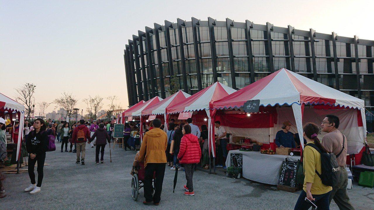 故宮南院本周六、日戶外透南風廣場,有「亞洲新年市集」。記者卜敏正/攝影