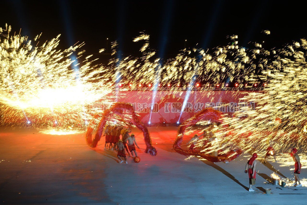 連兩年造成轟動的「重慶銅梁火龍」再度來台,預計17日登場,可望為南投燈會帶來人潮...