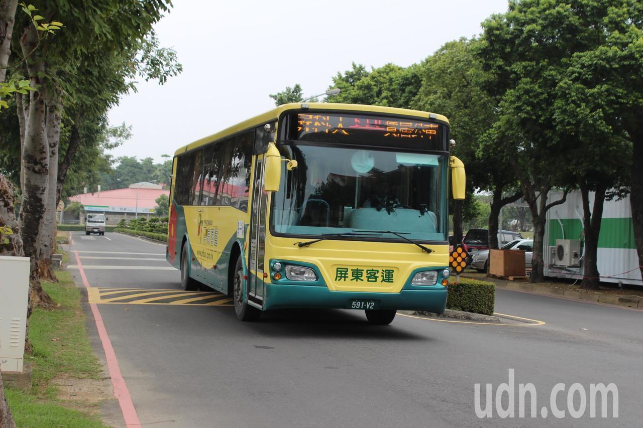 屏東科技大學2015年加入公車進校園計畫,學生機車交通事故減少。聯合報系資料照