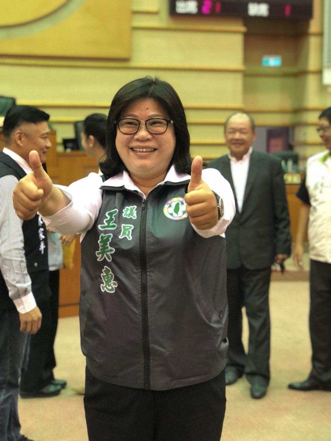 民進黨籍市議員王美惠說,嘉義市議會的風氣認真有口碑,問政就事論事,不看顏色。記者...