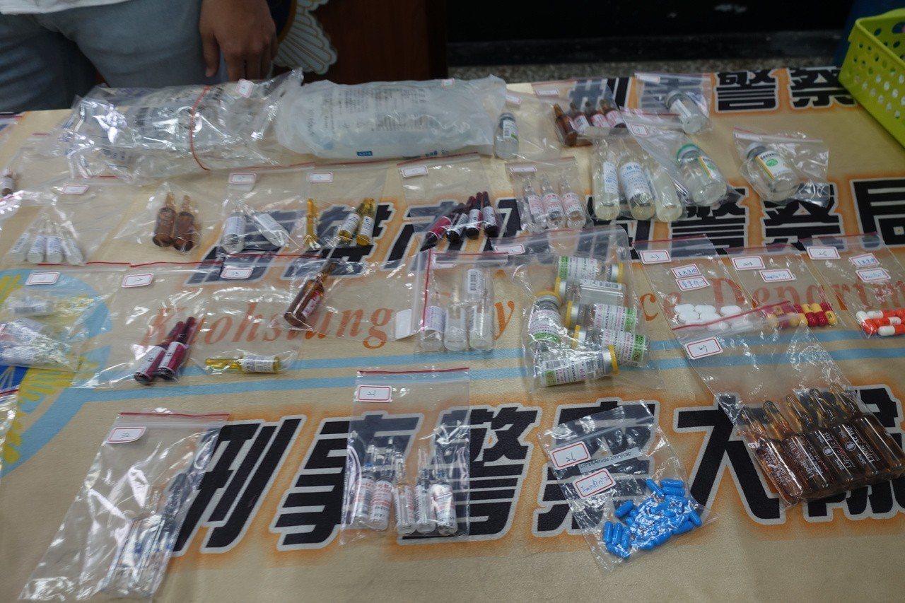 檢警查扣30多種處方藥物,注射針筒、針頭、偽造的醫生證書等物品。記者劉星君/攝影