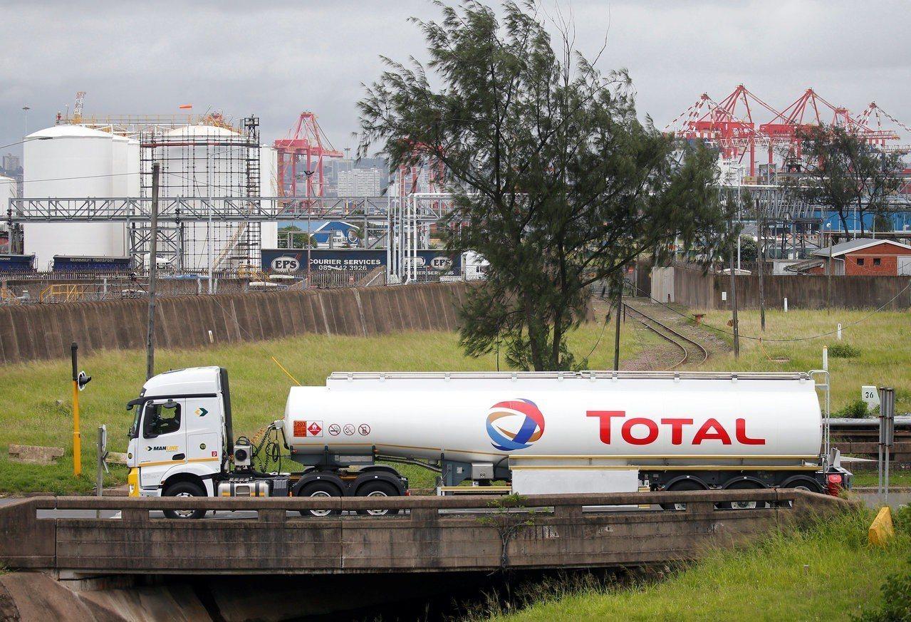 法國道達爾石油集團7日宣布在南非南部海岸附近發現大量天然氣。圖為南非德爾班附近的...