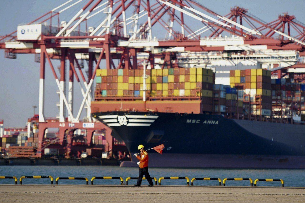 擔心美國總統川普課徵中國產品的關稅不會取消,美國企業不待貿易磋商的最終協議出爐,...