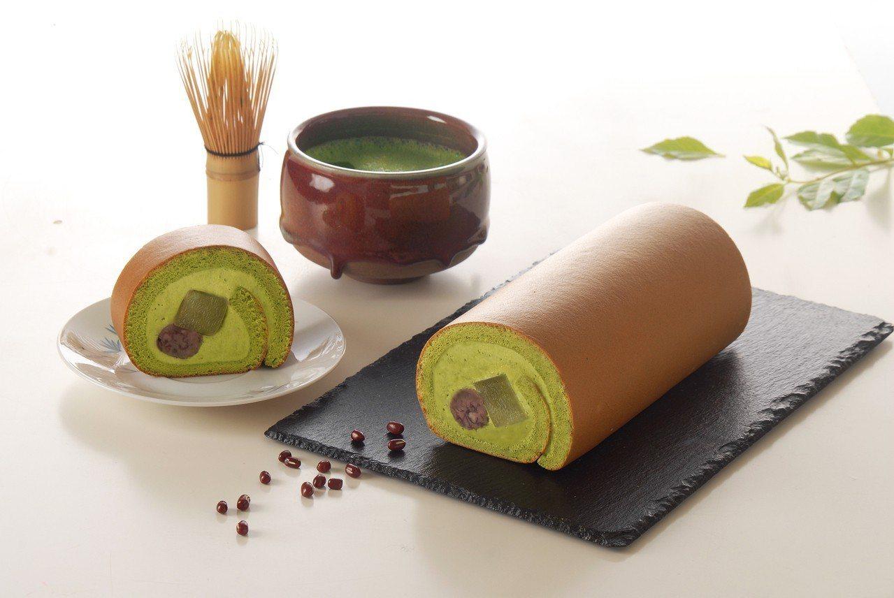 「抹茶紅豆蕨餅生乳捲」嚐鮮價429元。圖/亞尼克提供