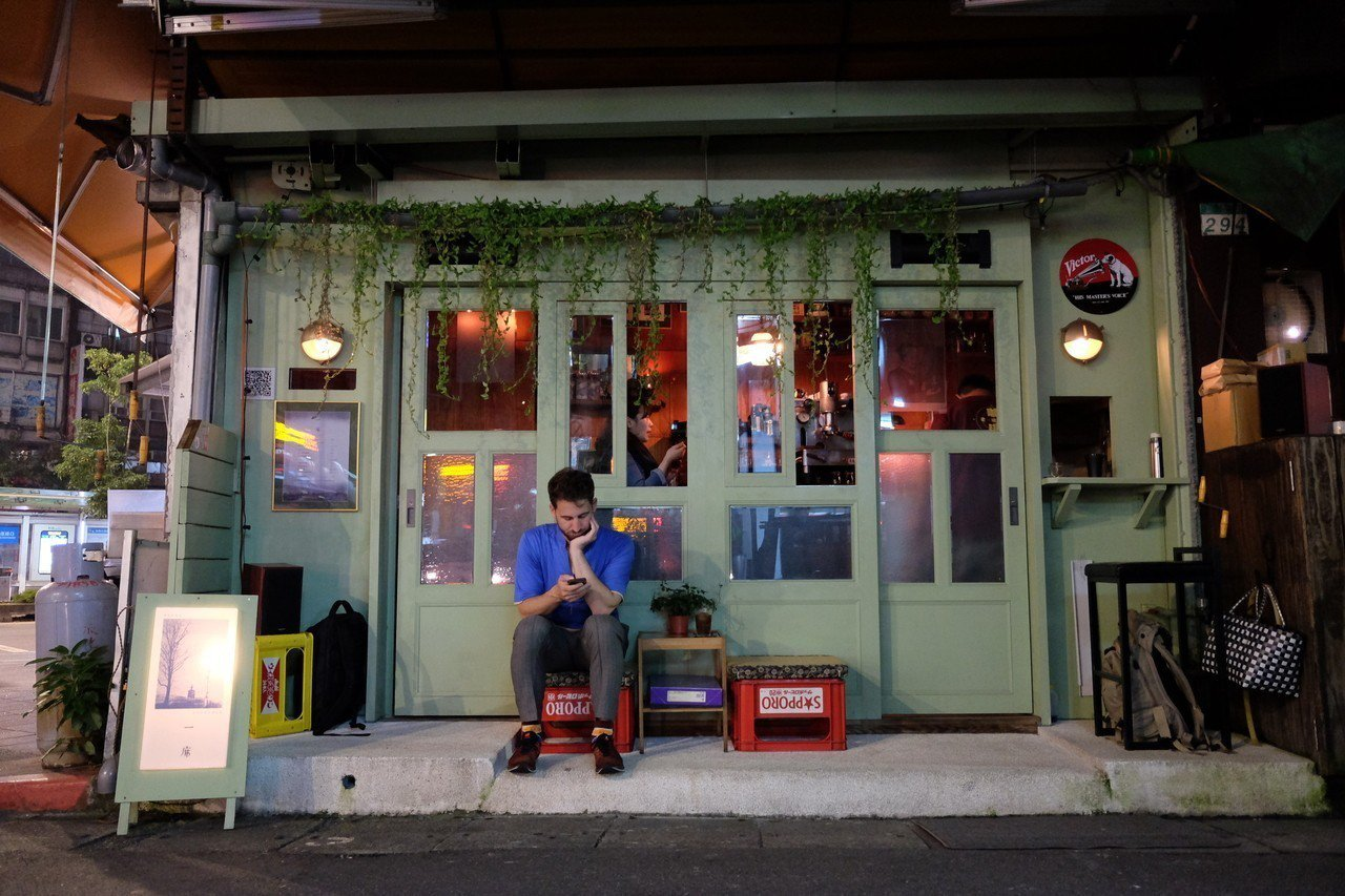 位於延吉街、信義路口的微型咖啡店「一席/Alone Together」。記者黃仕...