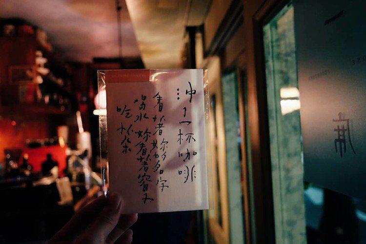 店內也寄賣一些文創周邊商品。圖/記者黃仕揚攝影