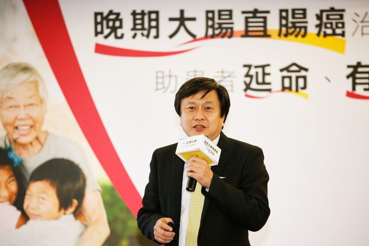 台灣腸癌病友協會理事長、高雄長庚醫院大腸直腸外科教授陳鴻華說,國健署從2004年...