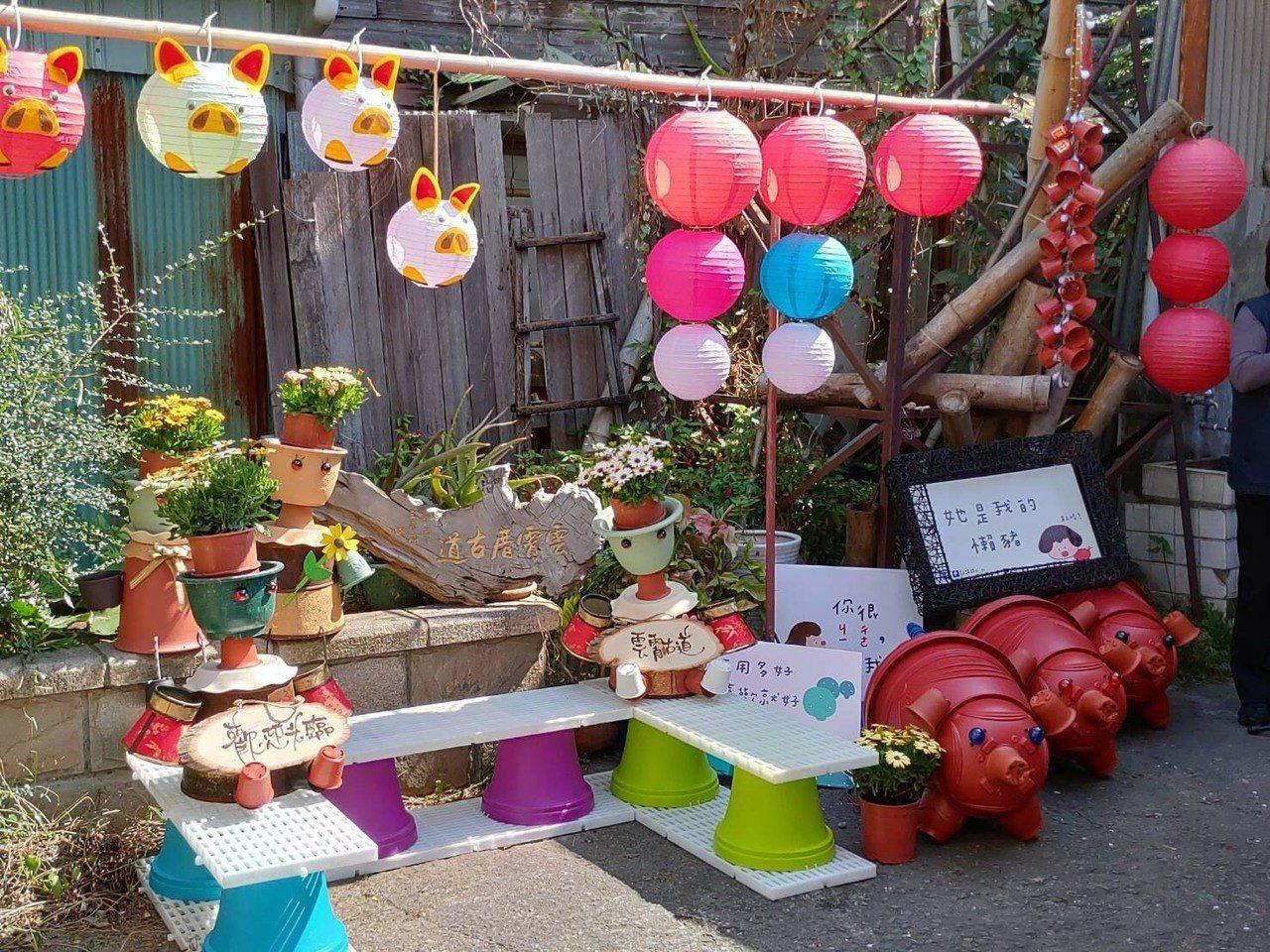 本月19日是元宵節,嘉義市雲霄古道營造成別出心裁的巷弄創意裝置燈會,全長450公...