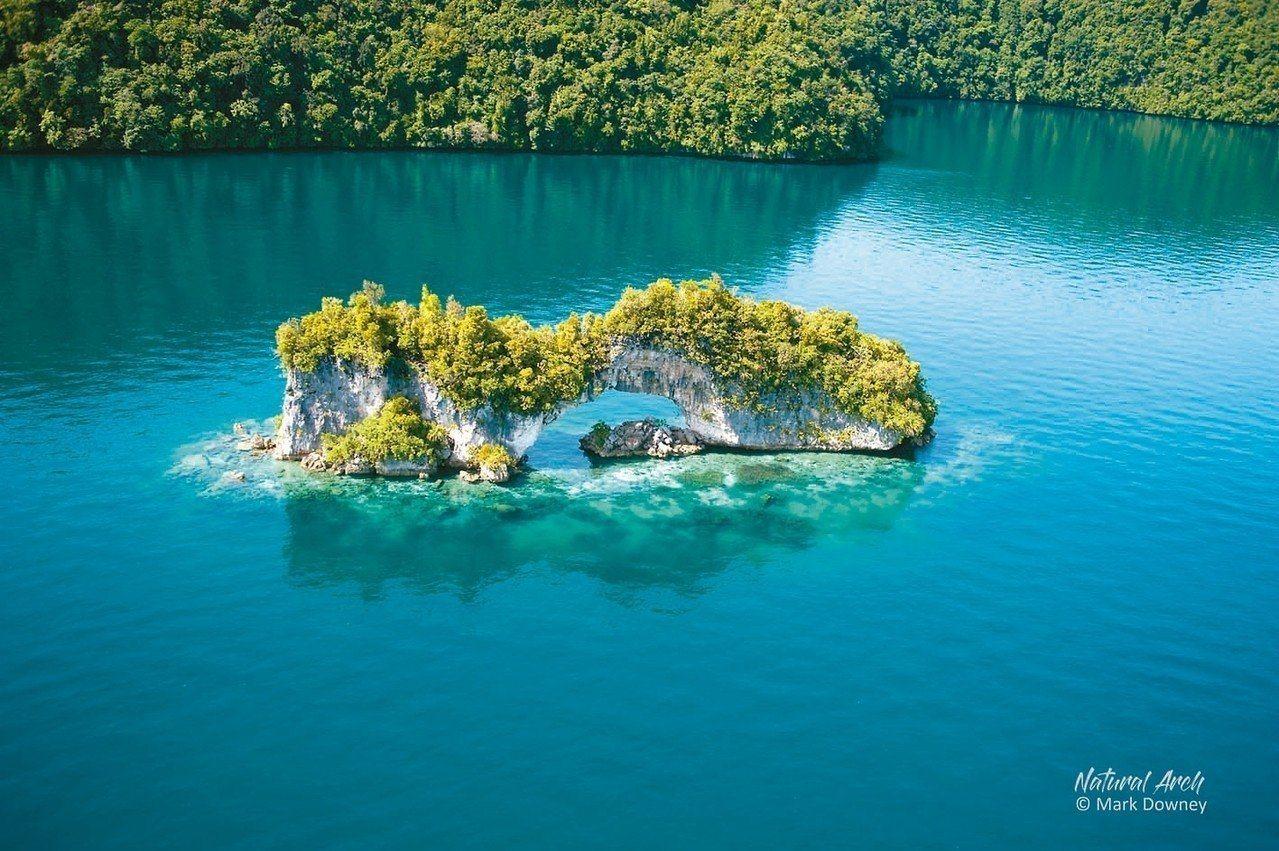 帛琉知名景點水母湖重新開放浮潛。圖/華航提供