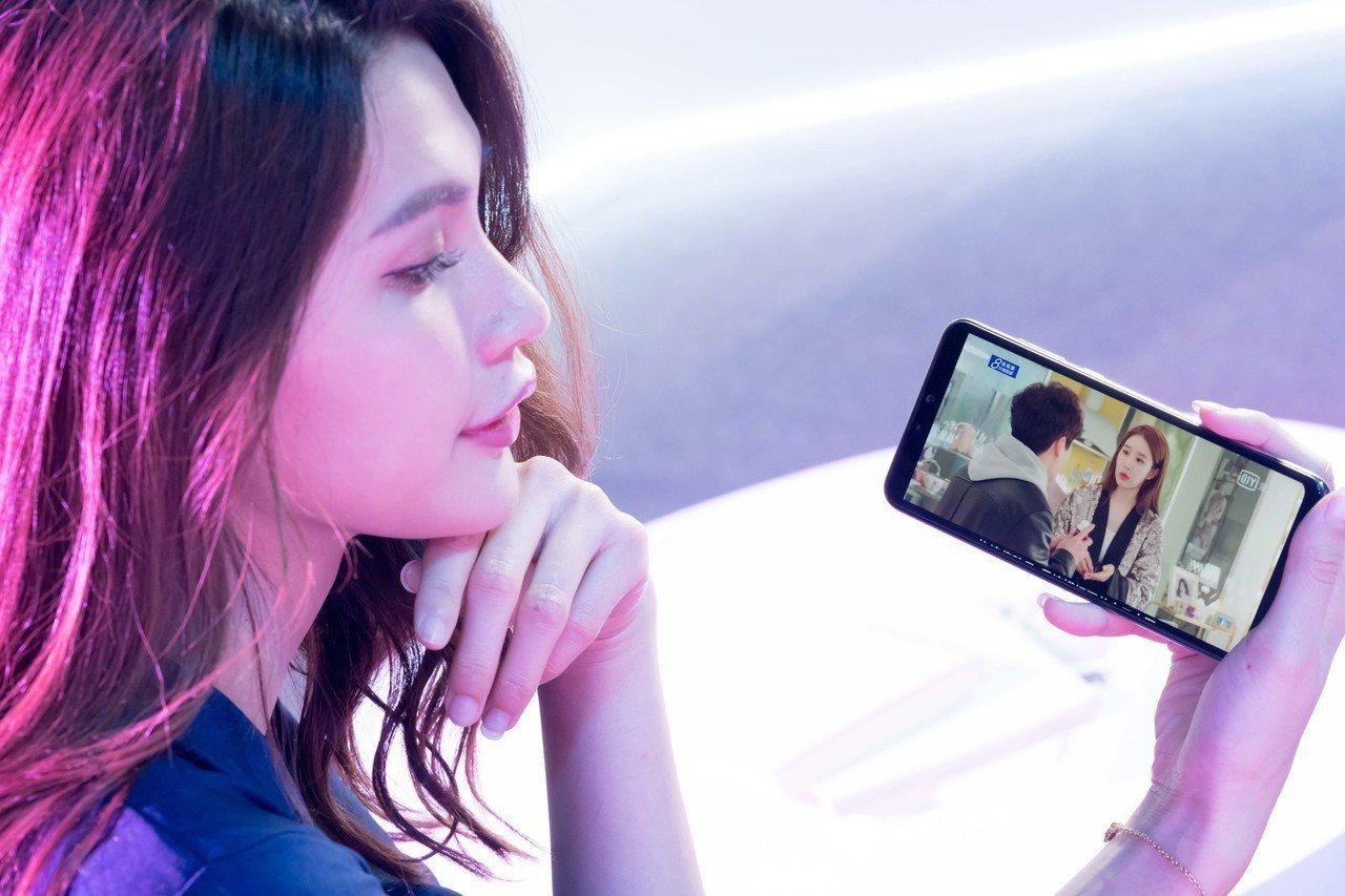 實際測試,用ZenFone Max Pro (M2)看愛奇藝可長達14小時。圖/...