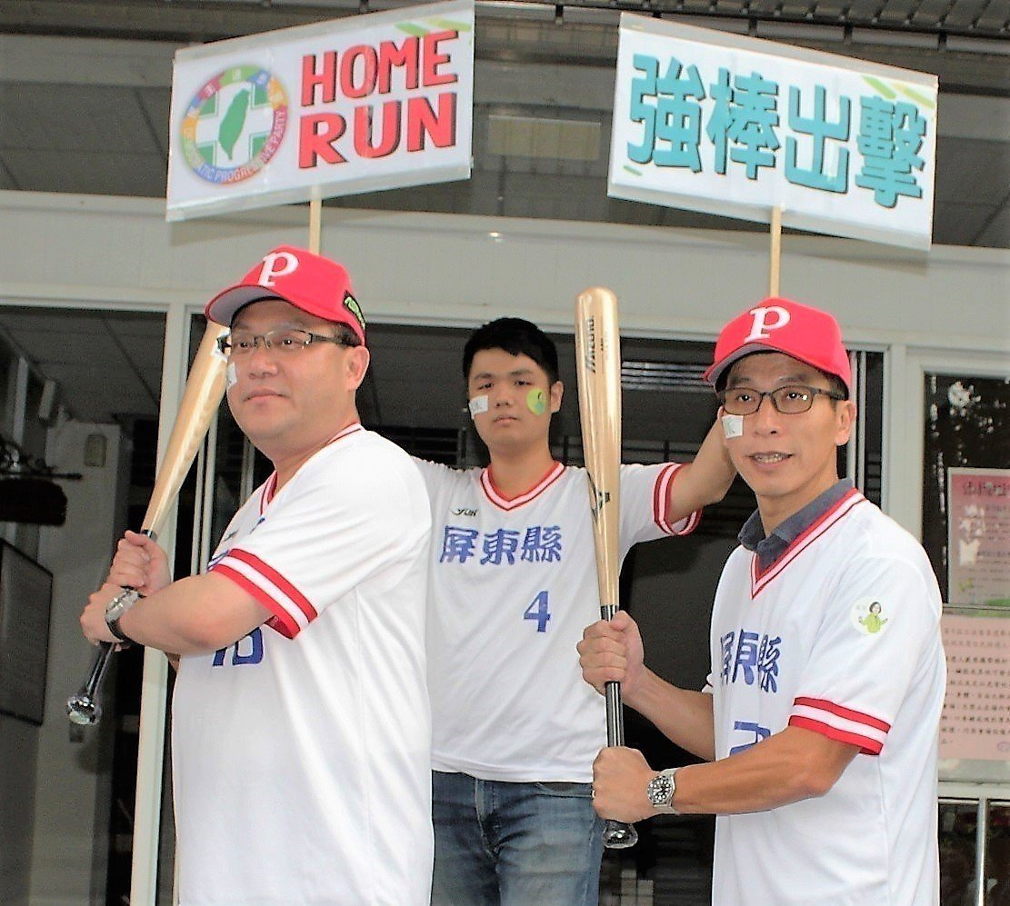 蘇震清(左)與鍾佳濱(右)正積極投入民進黨內初選,甚至同時劍指四年後的縣長選舉。...