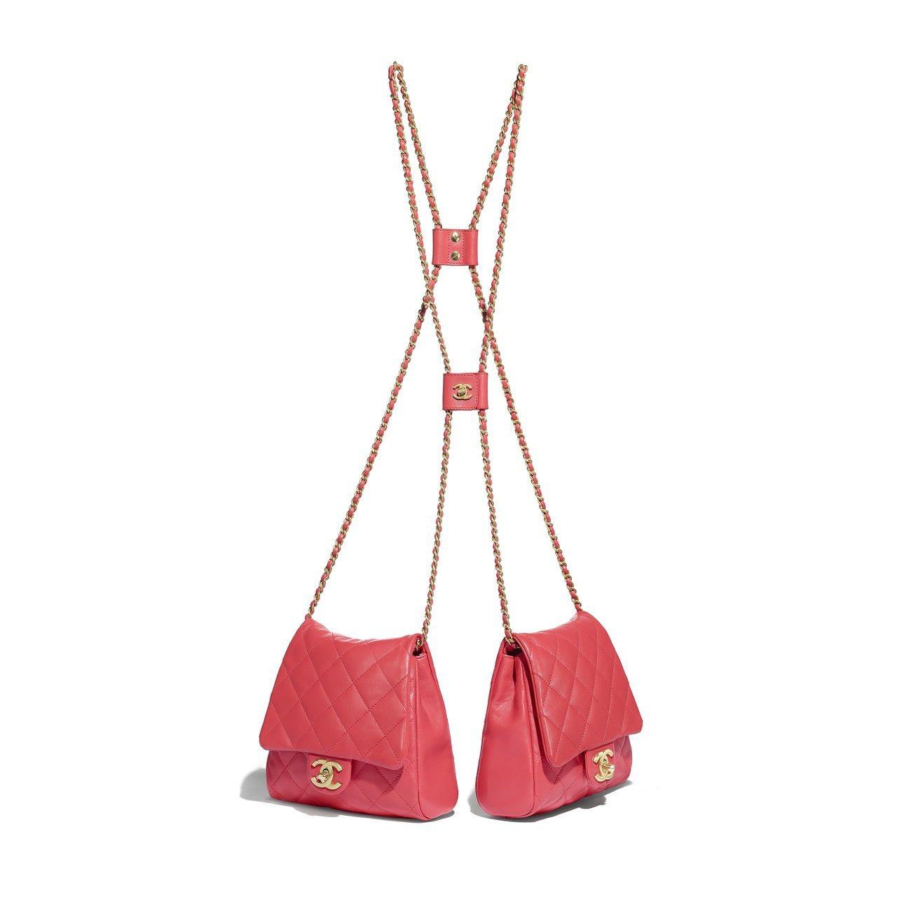 珊瑚橘釦式鏈帶雙包(小款),21萬6,800元。圖/香奈兒提供