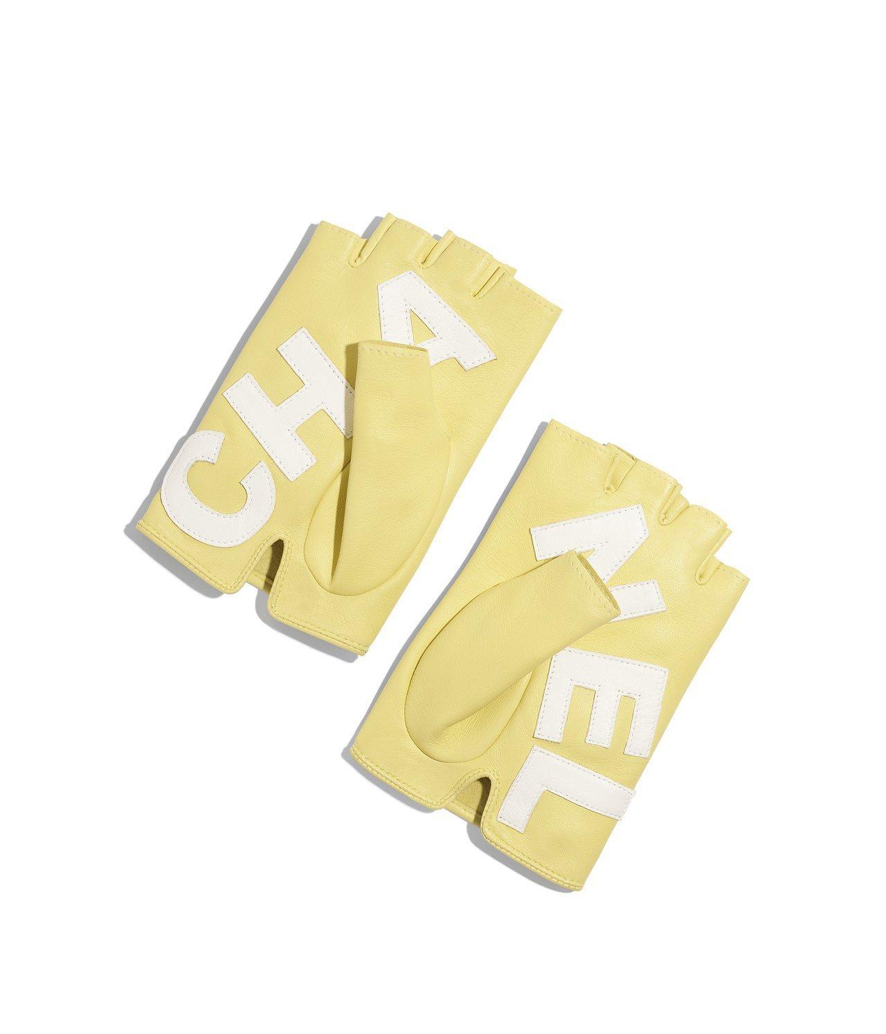鵝黃色CHANEL皮革露指手套,22,800元。圖/香奈兒提供