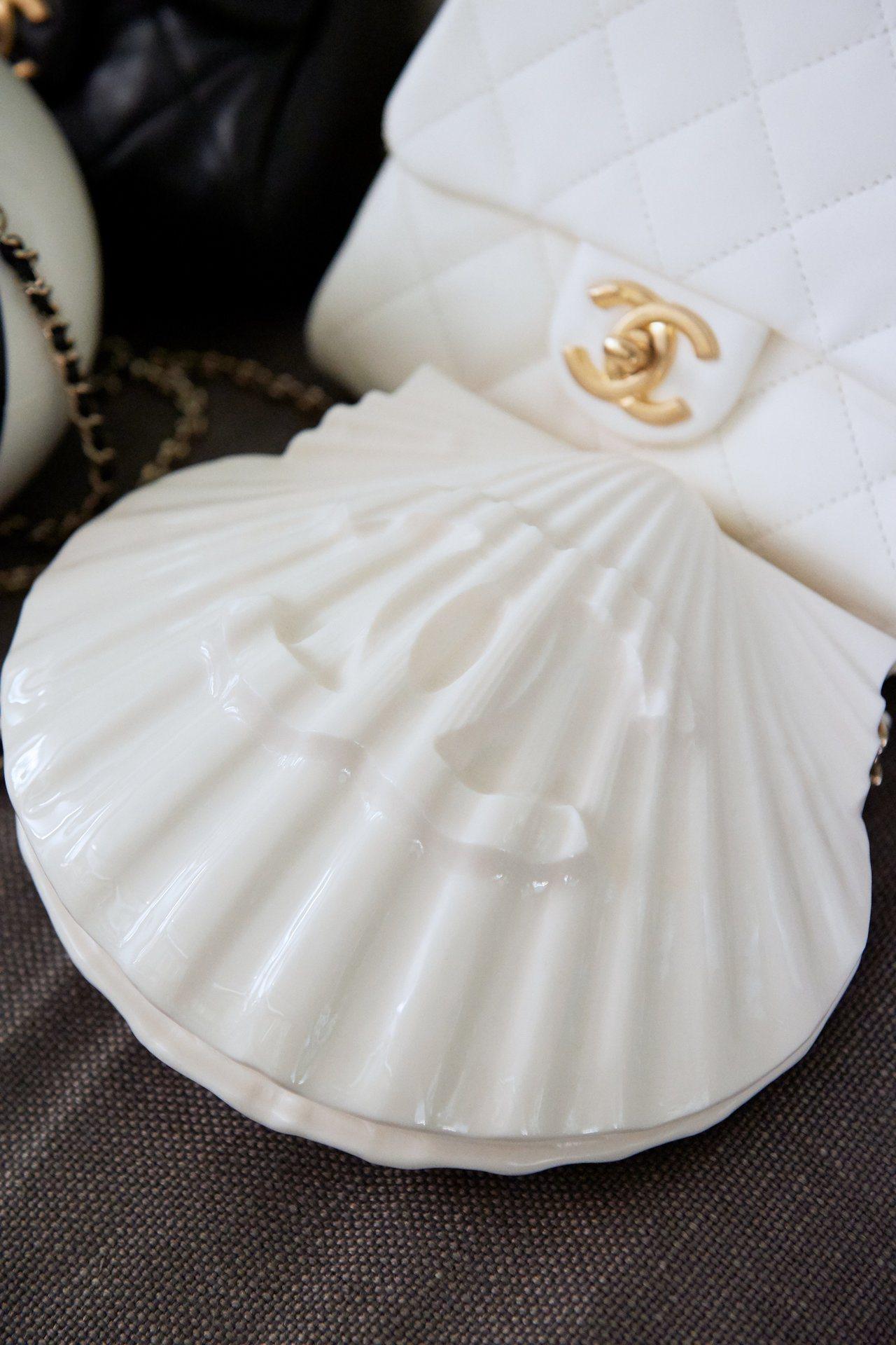 貝殼造型包款非常有趣。圖/香奈兒提供