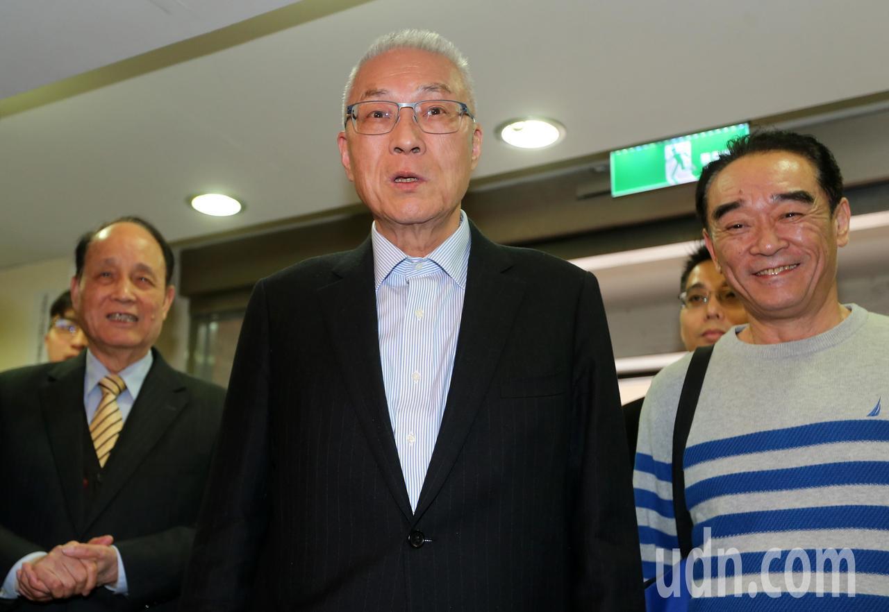 國民黨主席吳敦義(中)今天出席國民黨立法實務研討會。記者胡經周/攝影
