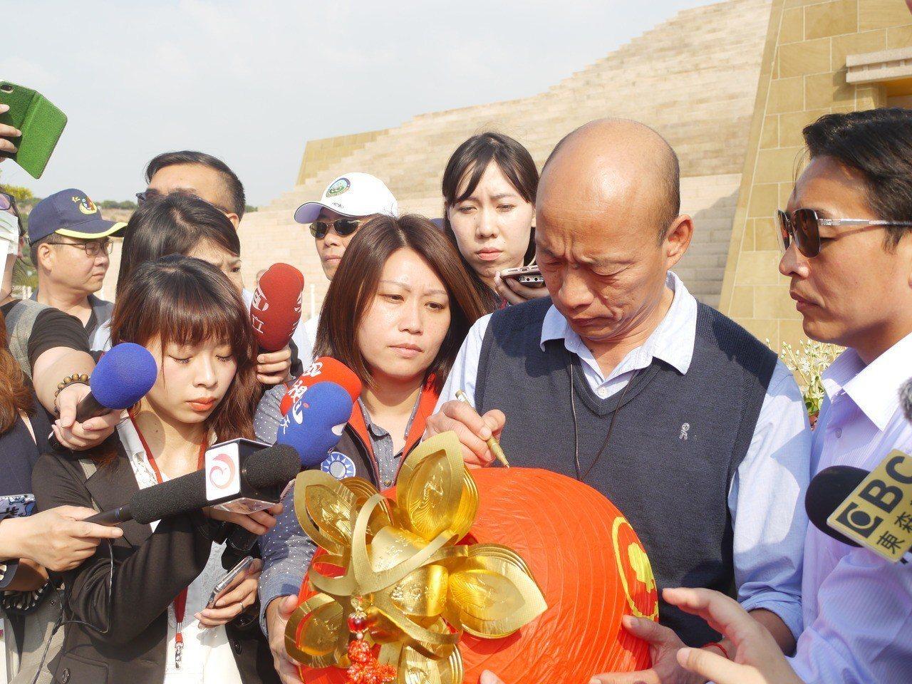 高雄市長韓國瑜今天下午到佛陀紀念館參加「第二屆七彩雲南相約台灣」文化交流活動」。...