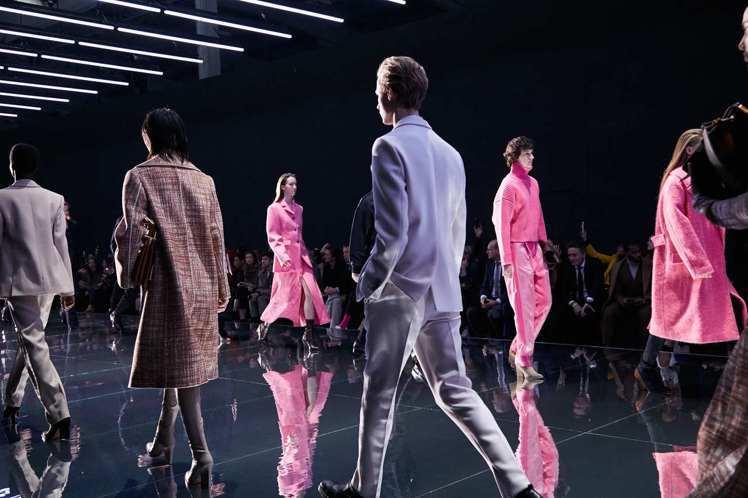 BOSS發表2019秋冬男女裝,將藝術、建築、現代主義等元素融入服裝中。圖/BO...