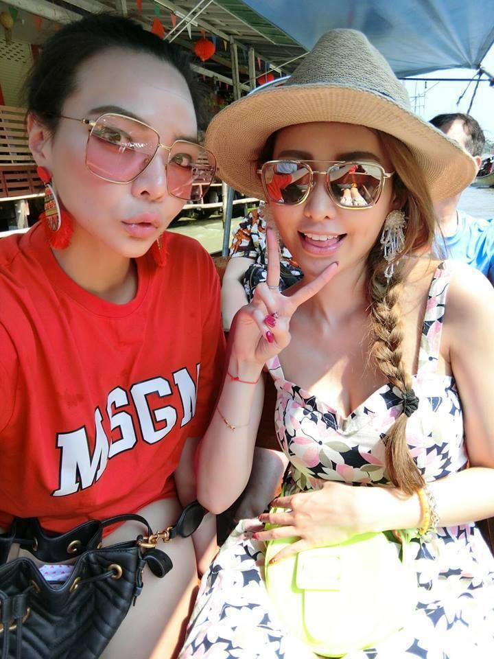小甜甜(左)參加愷樂的家族旅遊。圖/摘自臉書