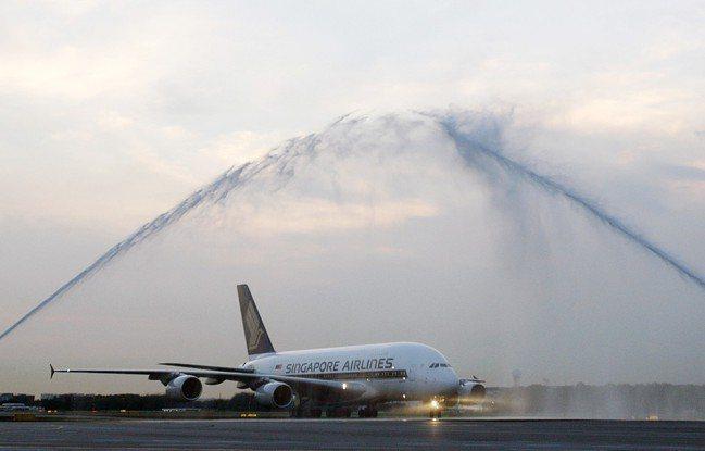 空巴A380巨無霸客機2007年10月在新加坡風光啟動商業首航。(圖/路透)