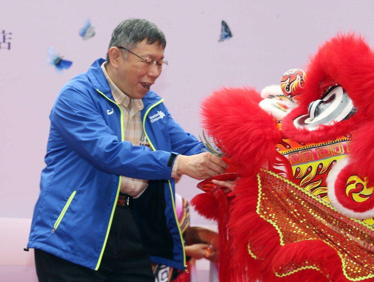 江南市場BOT案大樓上午舉行啟用典禮,台北市長柯文哲出席並參觀其中的商務旅館, ...