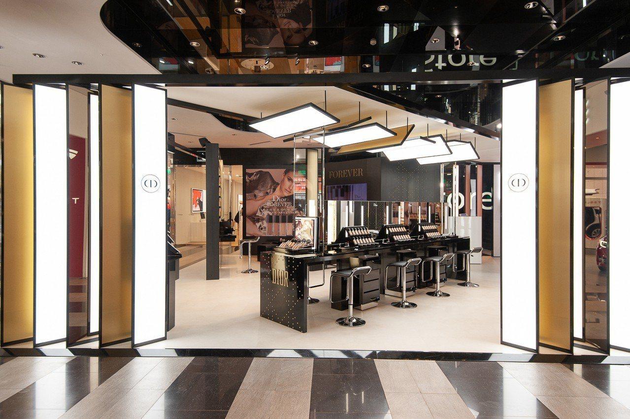 Dior在新光三越信義新天地A11,打造「超完美快閃店」。圖/迪奧提供