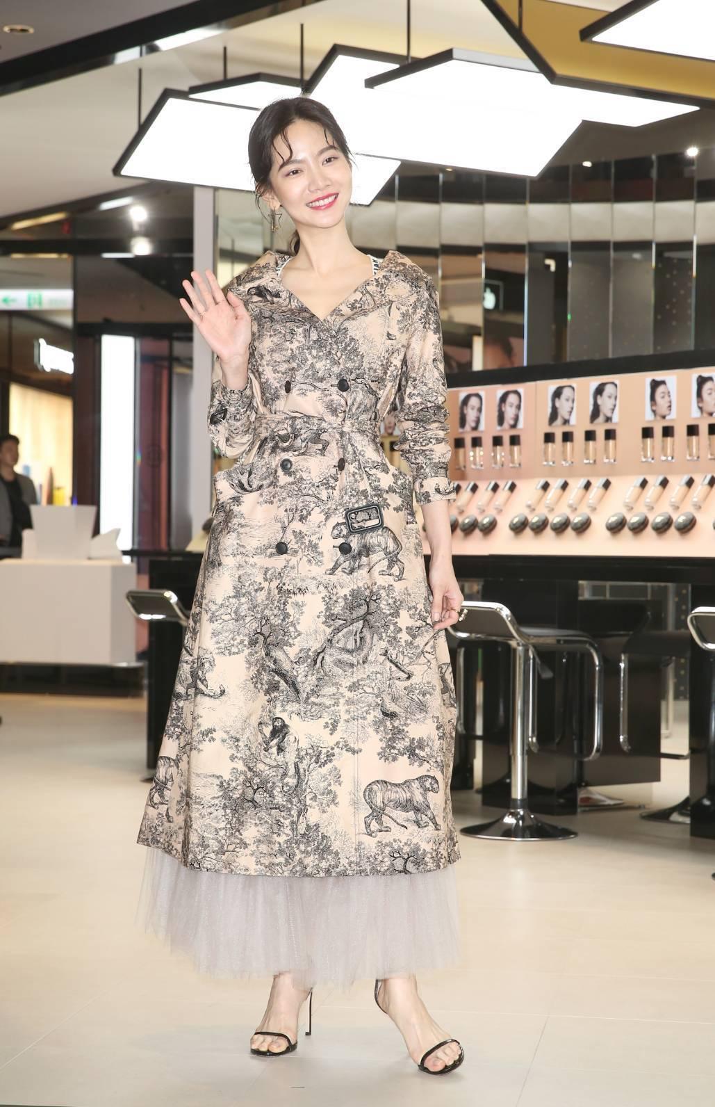 曾之喬穿Dior春夏風衣,現身迪奧超完美快閃店,擔任一日店長。記者陳立凱/攝影