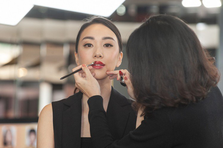 Dior在快閃店,搶先獨賣迪奧藍星唇膏愛戀之吻限量版。圖/迪奧提供圖/迪奧提供