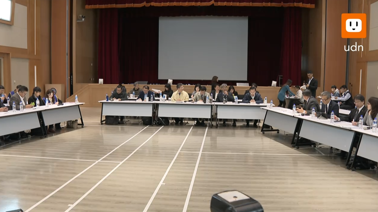 桃園市機師職業工會今天(14日)與華航展開第四次協商,經過2個多小時協商後達成4...