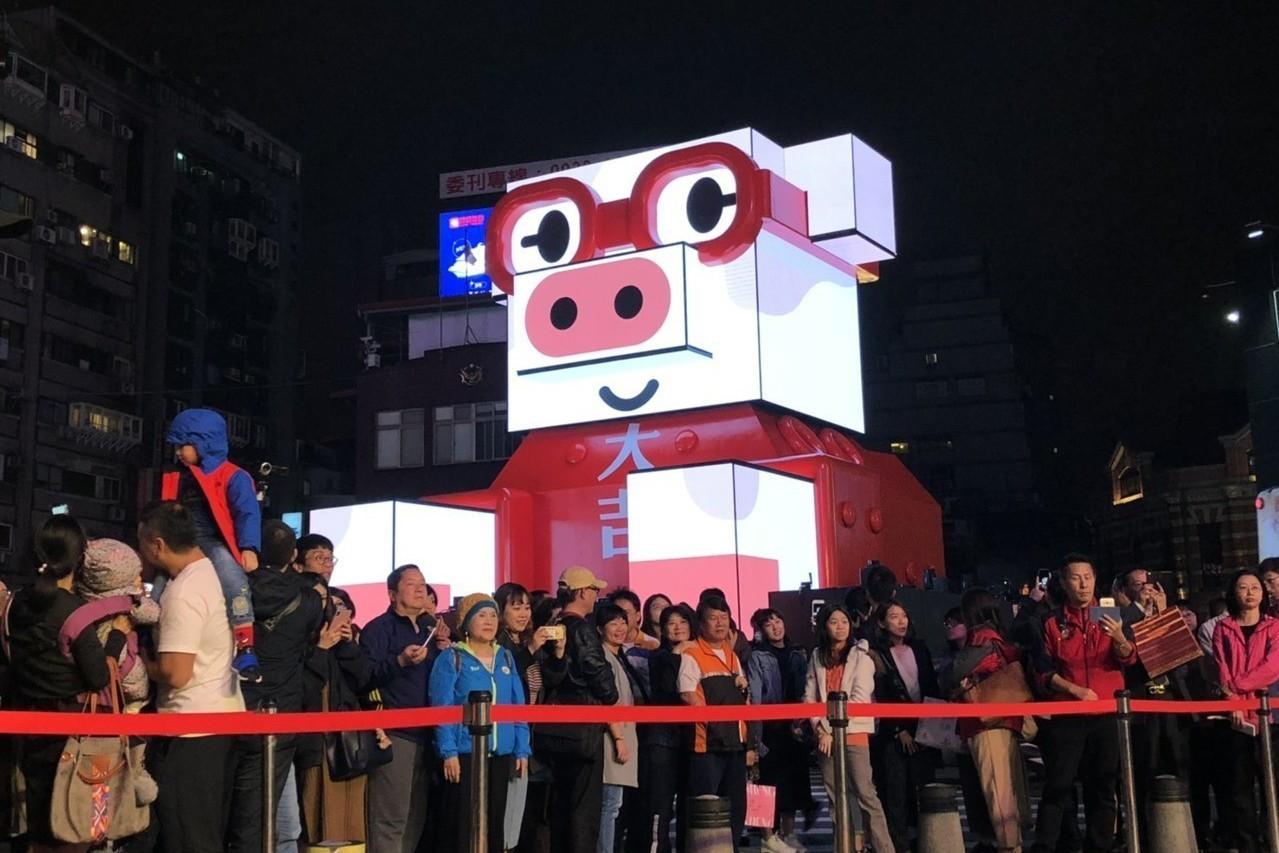 2019台北燈節即將在本周六(16日)於西門町正式登場,今年採雙主燈制,「百變豬...