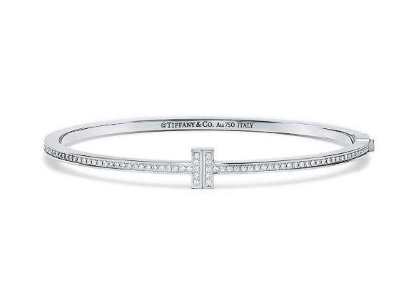 朴敏英配戴的Tiffany T Two 18K白金鑲鑽手環19萬2,000元。圖...
