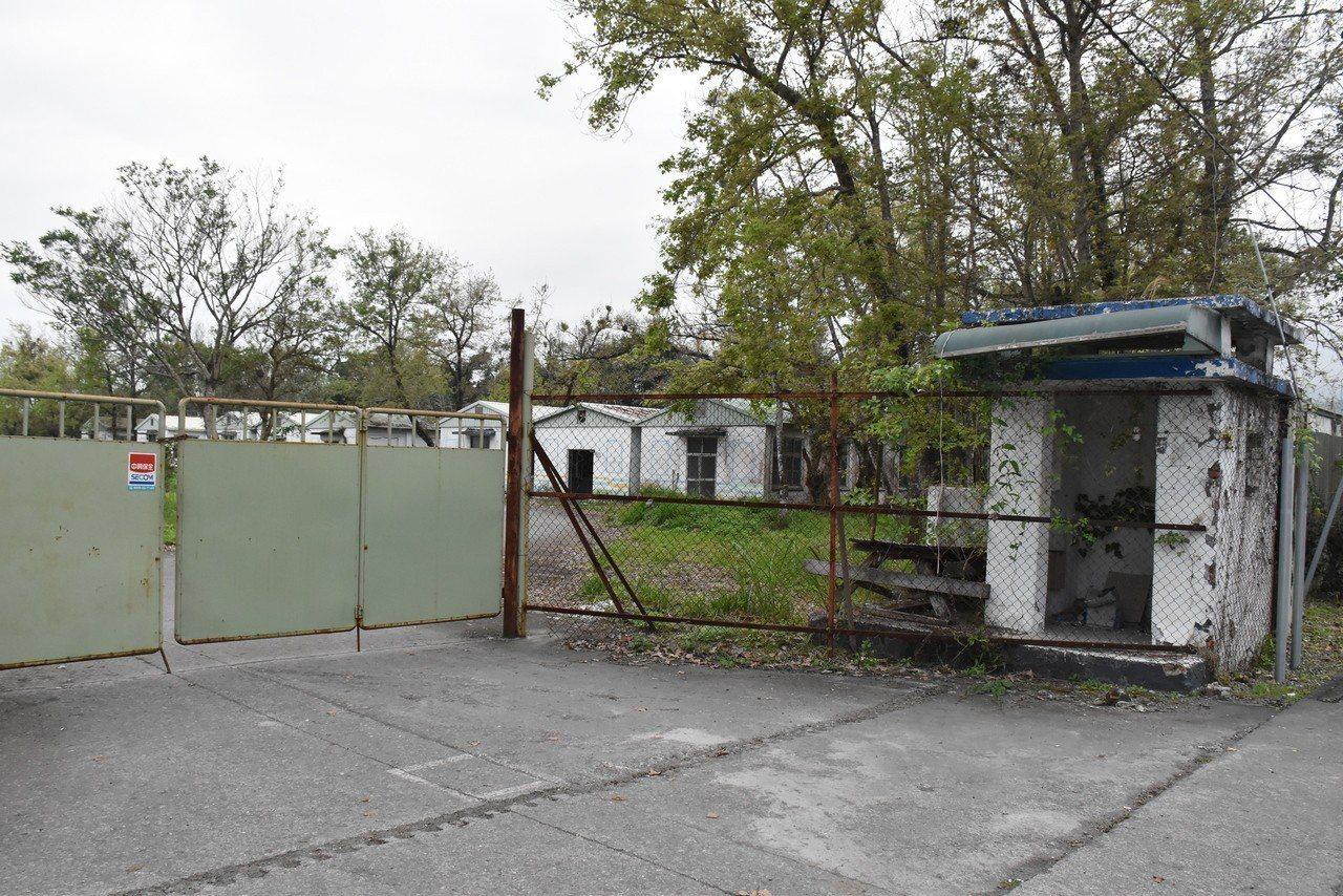 外員山戰車營區原定打造成員山童玩公園,但因為園區兵營是否保留引發爭議,原預計在去...