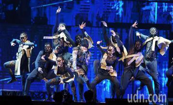 林俊傑2019「聖所世界巡迴演唱會」台北站今天起 一連4天在台北小巨蛋開唱,台北站是這次巡迴的第19個城市,也是第31場演出。林俊傑在演唱會開場時,以高難度有如「蝙蝠」的倒吊姿態現身,以經典歌曲《一...