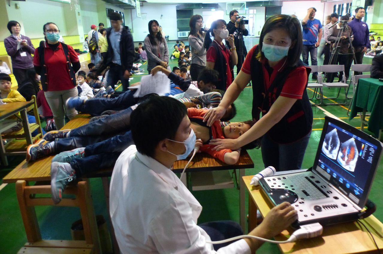 台中市國小學童接受心臟超音波篩檢。 圖/聯合報系資料照片
