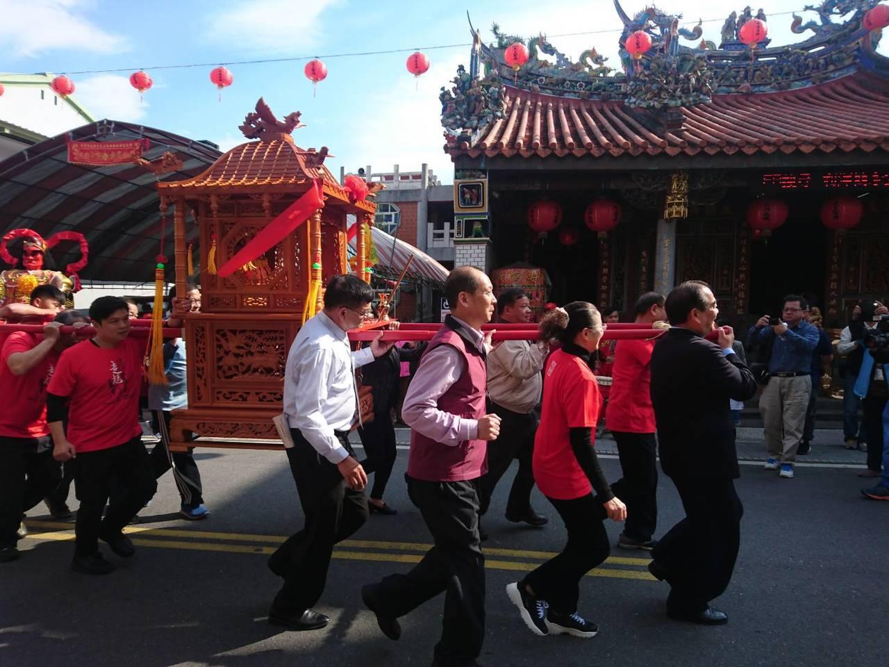 傳承上百年的宜蘭五結鄉無形文化「走尪」,明天(16日)至2月19日在利澤老街連辦...