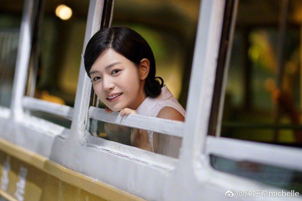 陳妍希主演「鄧麗君之我只在乎你」。圖/摘自微博