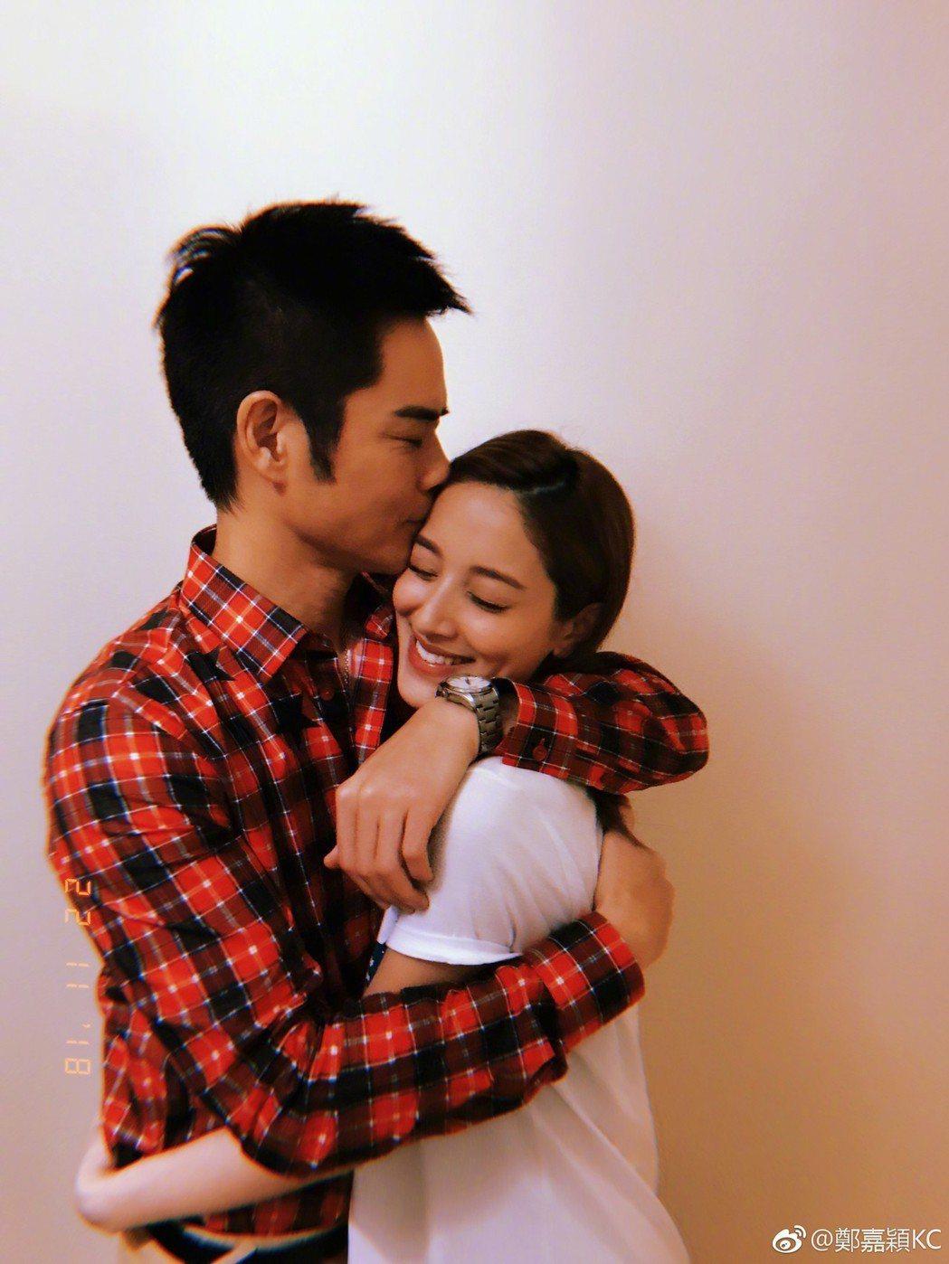 鄭嘉穎去年娶港姐陳凱琳,現又迎來新生兒。圖/摘自微博