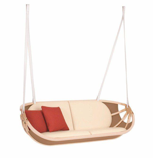路易威登以搖曳小船做概念的可折疊式雙人吊椅。 圖/各品牌提供