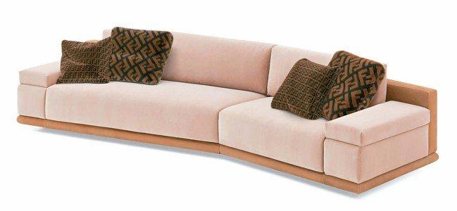 2018年米蘭國際家具展中由燈及沙發組成的FENDI CASA Constant...
