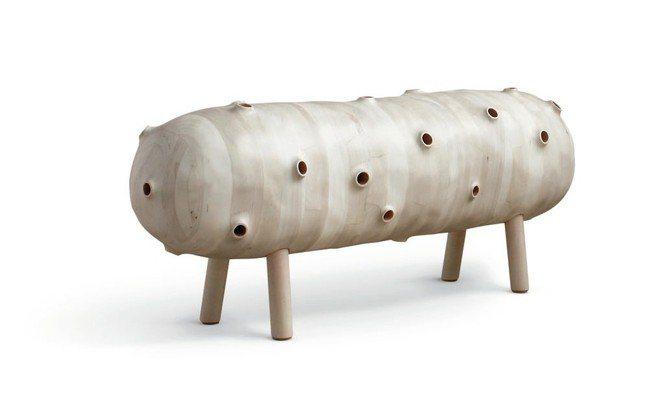美國藝術家Julian Watts設計的「長櫈」獲LOEWE工藝獎。 圖/各品牌...