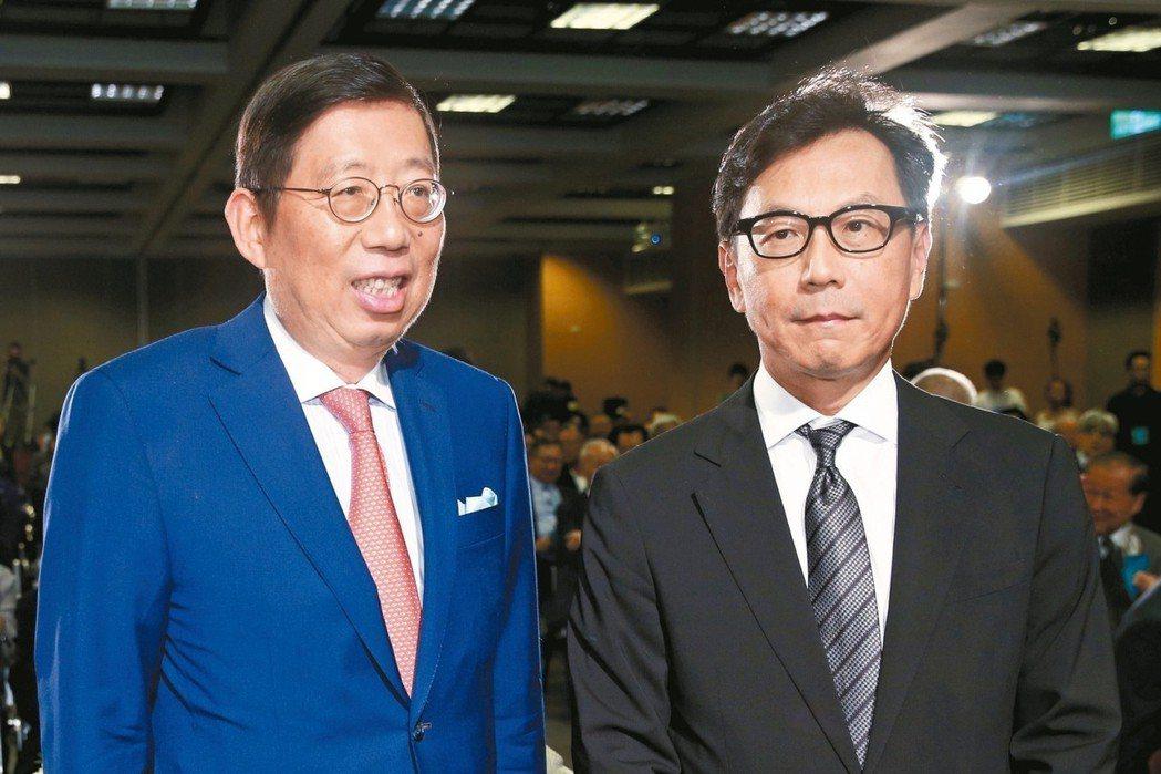富邦集團董事長蔡明忠(右)、富邦金控董事長蔡明興。 (本報系資料庫)