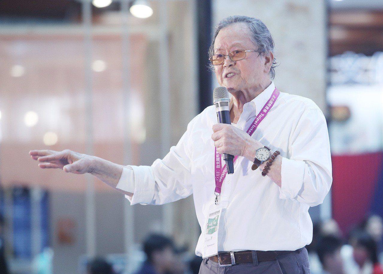 現年84歲的鄉土文學作家黃春明去年才推出新書作品「王善壽與牛進」,內容針對80年...